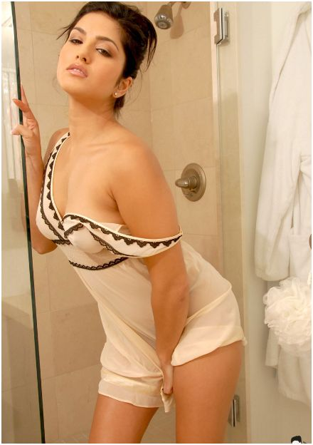 Hot pornstar Sunny Leone showcasing her ravishing curves in the shower  2228987